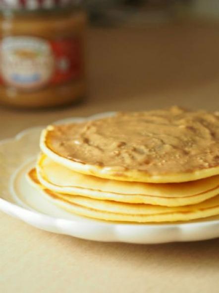 もっちもちパンケーキピーナッツバターon