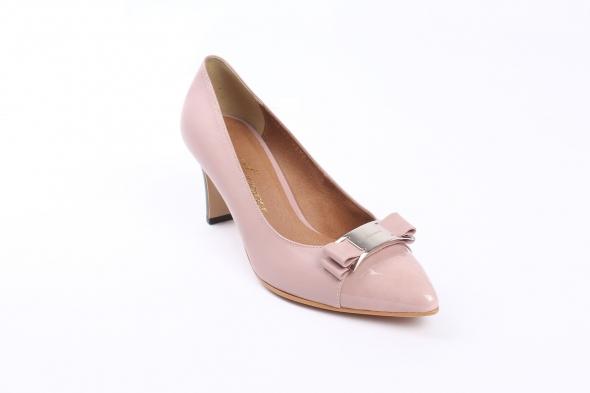 pink-shoe-589193_1280