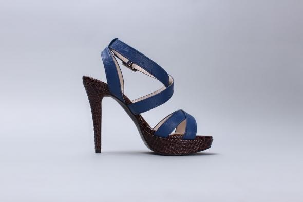 sandals-587185_1280